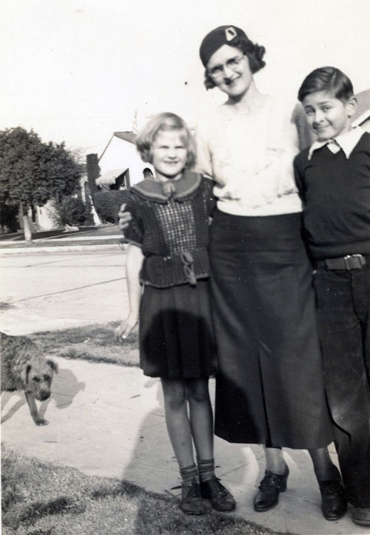 Lloyd with sister and mom in Los Angeles, 1933