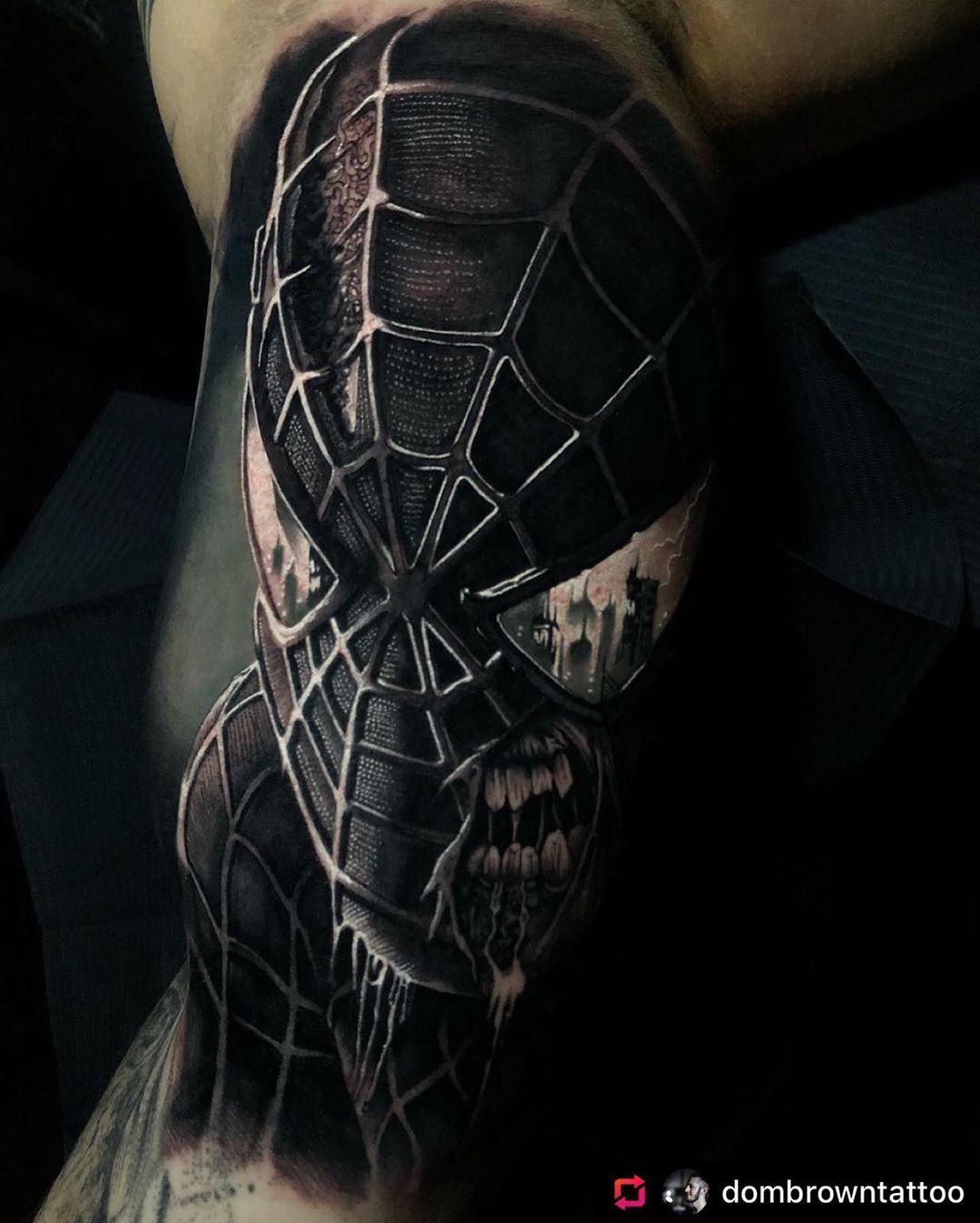 4. ลายสักจากหนังเรื่อง Spiderman ลายสักขาวดำเหมือนมาก