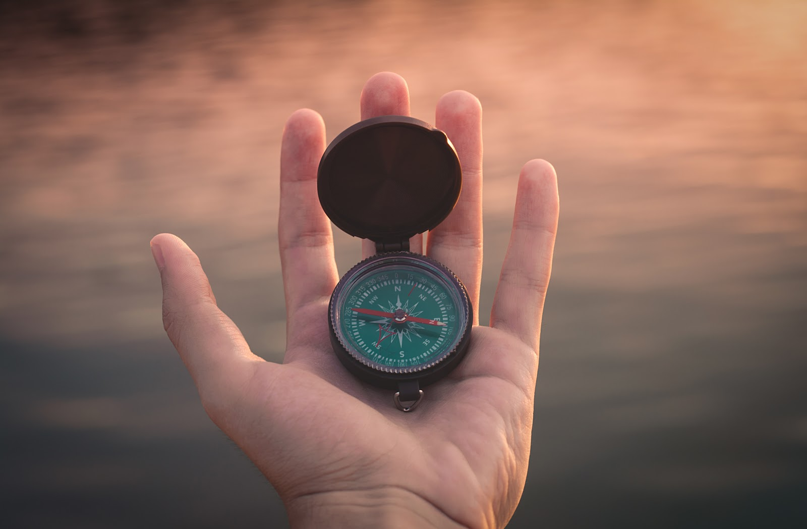 Hand holding a compass, illustrating the idea of knowing how to proceed to prepare for consulting interviews
