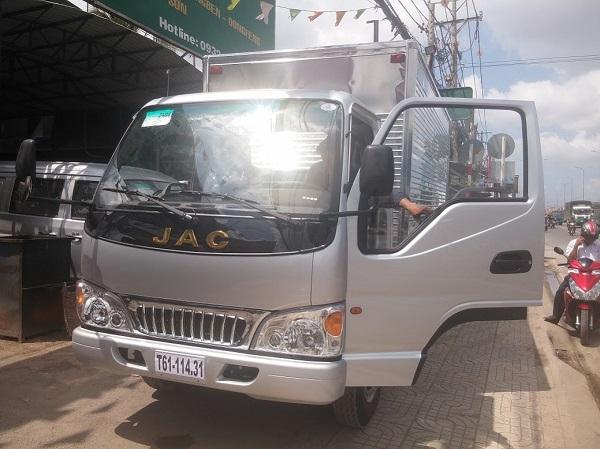 Chỉ cần 80 triệu có ngay xe tải jac 2.4 tấn thùng dài 3m7 vào thành phố- Trả góp thủ tục nhanh gọn.