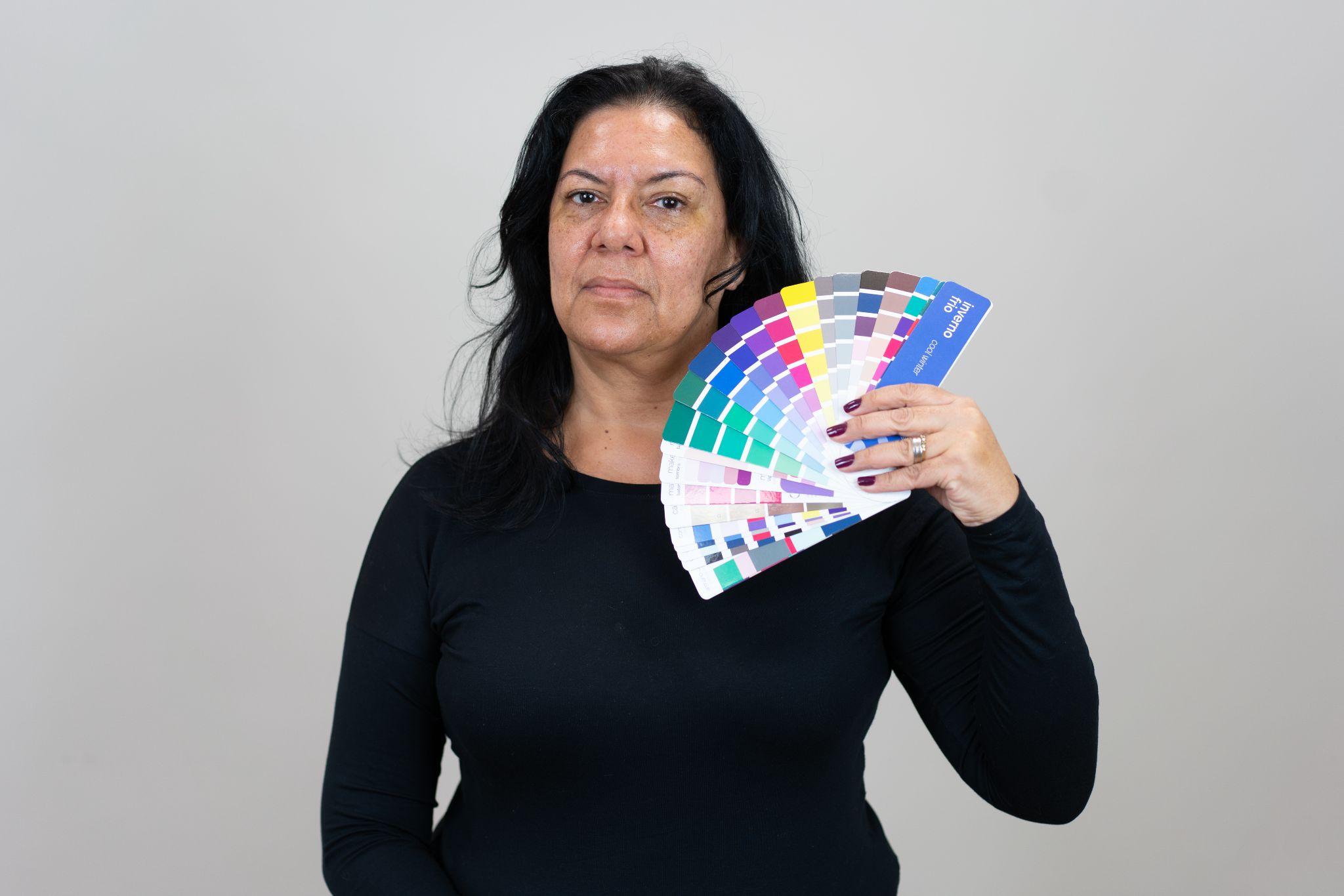 Márcia com a sua cartela de cores Inverno Frio