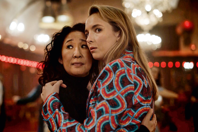 Eve e Villanelle em cena da série