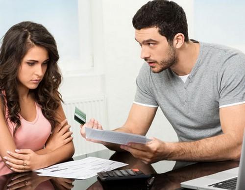 Bạn phải chứng minh cho chồng thấy mình không phải là người tiêu xài hoang phí.