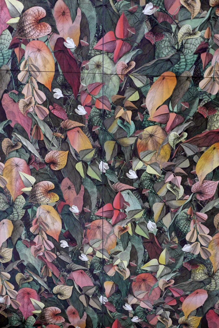 Wallpaper-look tile with leaves in different colors