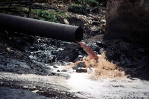 Sewage pipe spewing pollution from a factory directly into a river near Mumbai (Bombay). India.   	© WWF / Mauri RAUTKARI