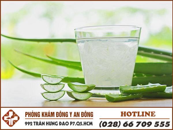 Đau dạ dày uống nước dừa và nước nha đam giúp giảm ở nóng và loét dạ dày.