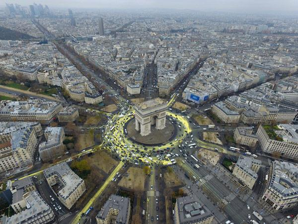 http://www.greenpeace.org/espana/Global/espana/2015/imgs/cambio-climatico/paris-fiesta.jpg