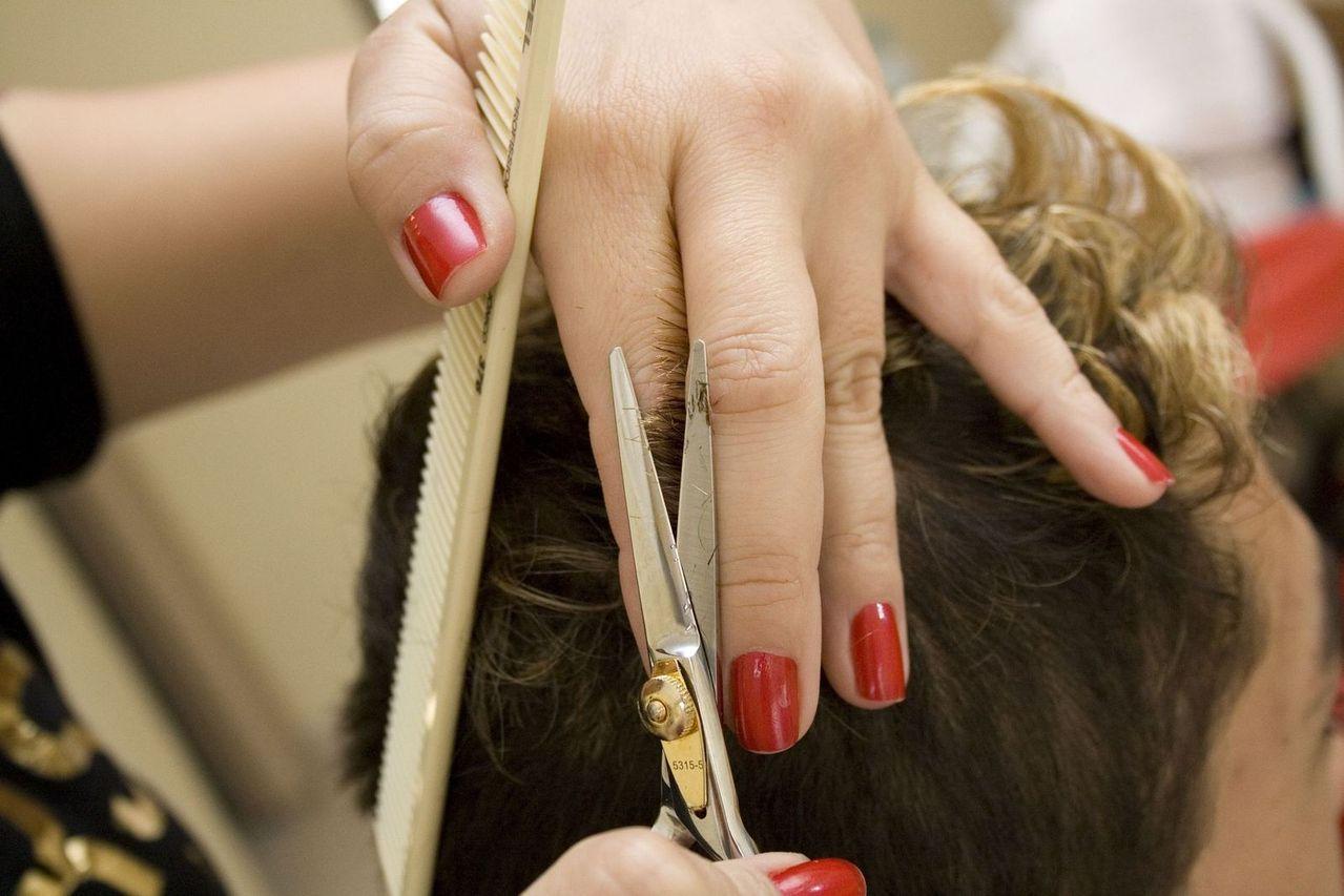 ../../../../Downloads/hairdresser-2-1429024-1279x852.jpg