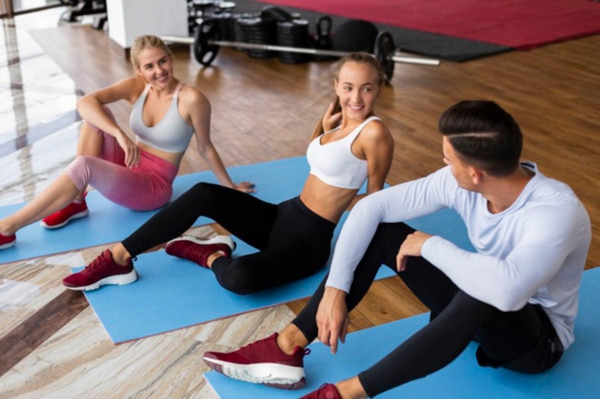 colchoneta o esterilla para rutina de entrenamiento con equipamiento de yoga