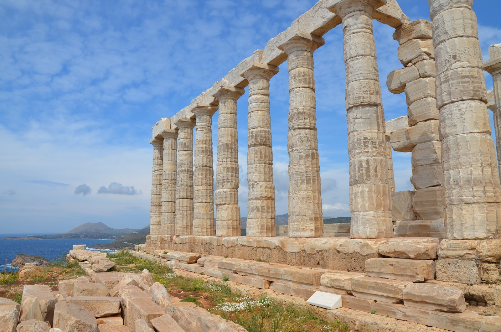 Temple_of_Poseidon,_built_around_444_-_440_BC,_Cape_Sounion,_Greece_(13896684725).jpg