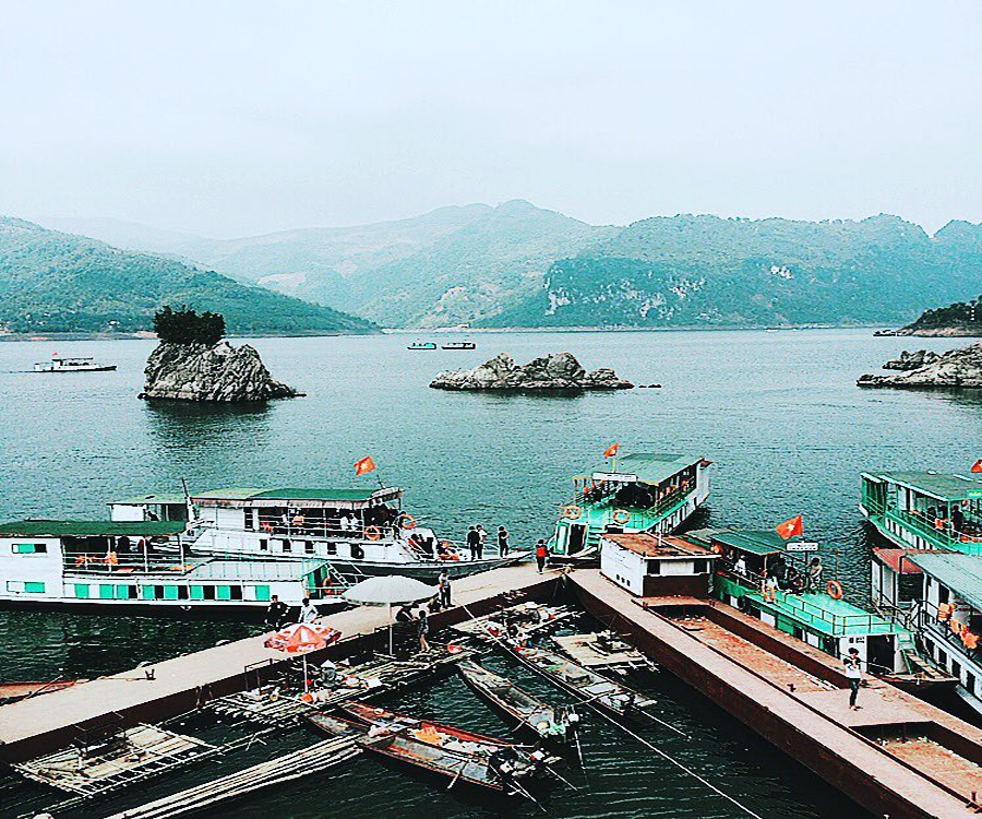 thuyền tham quan thác bờ