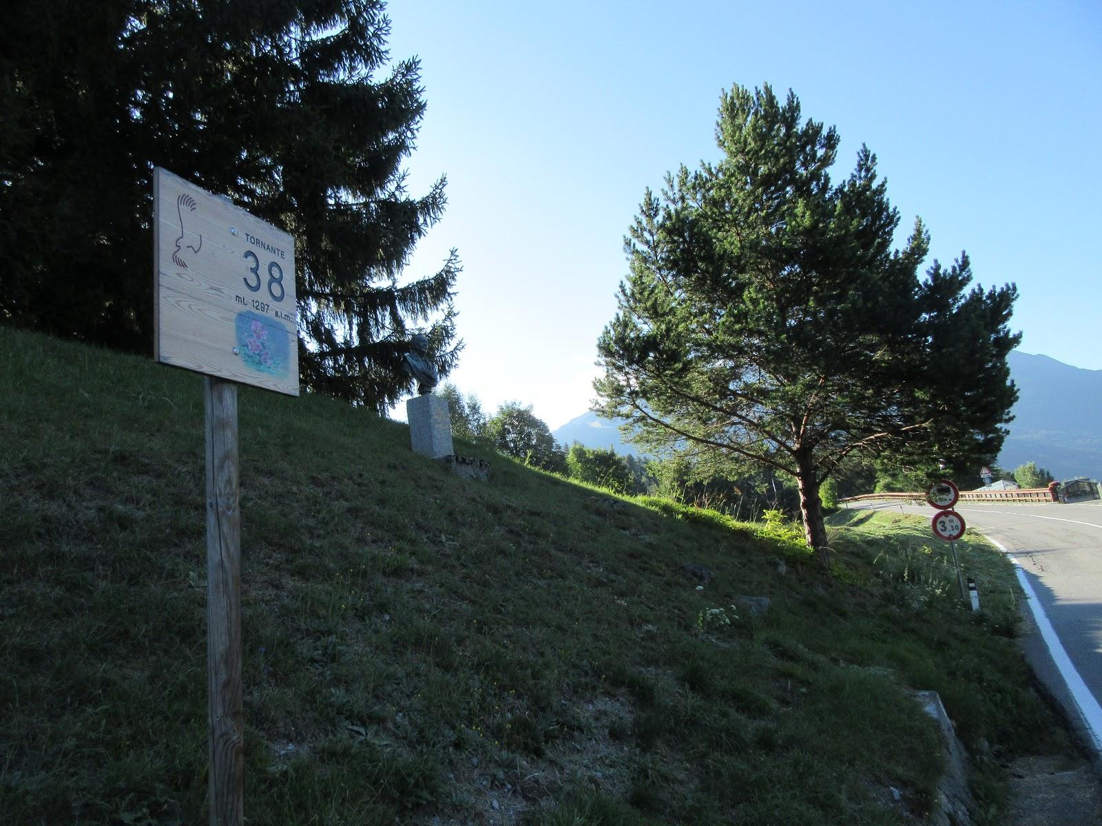 Passo dello Stelvio bike climb from Stelvio - photo off hairpin (tornante) 38