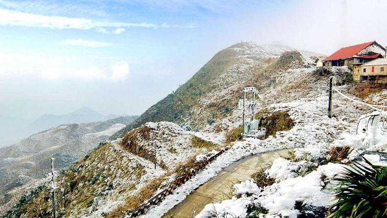 Mẫu Sơn - Lạng Sơn bao phủ trong màu tuyết trắng tháng 12