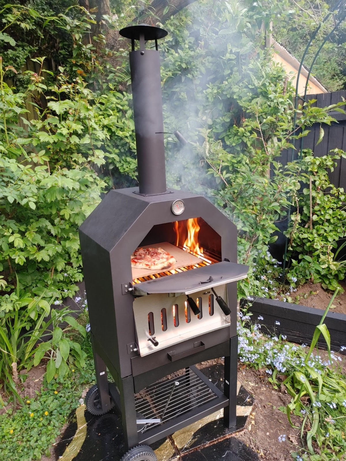 Pizza oven from Outsunny