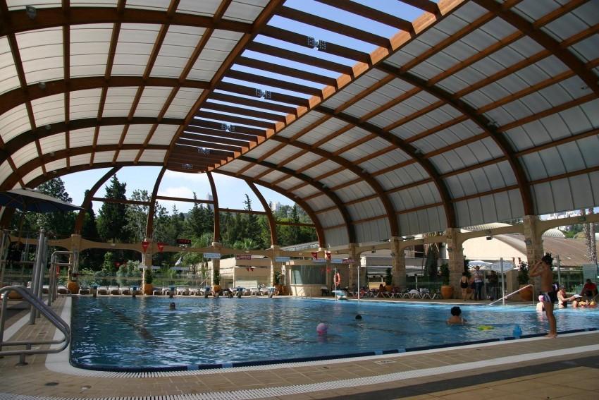 Mái tôn vòm bể bơi