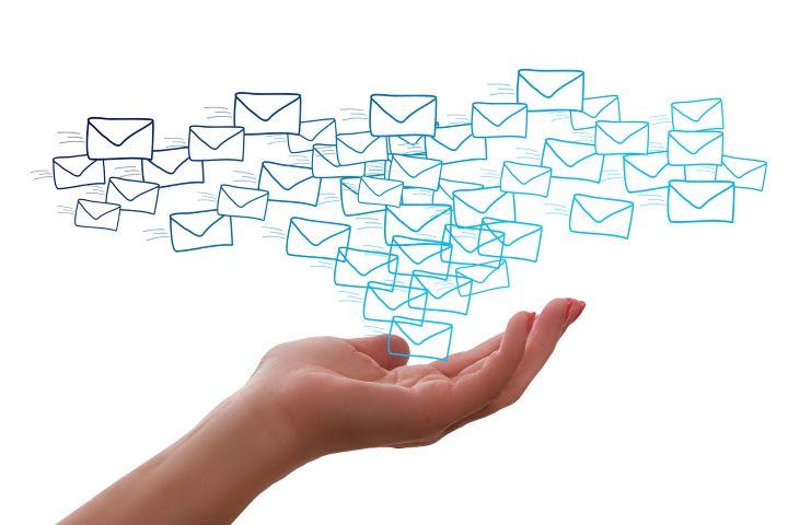 La automatización de correos y mensajes favorece el clima de comunidad en toda institución educativa.