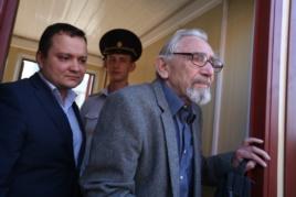 Борис Ходорковский, отец Михаила Ходорковского, в Следственном комитете, 6 августа 2015