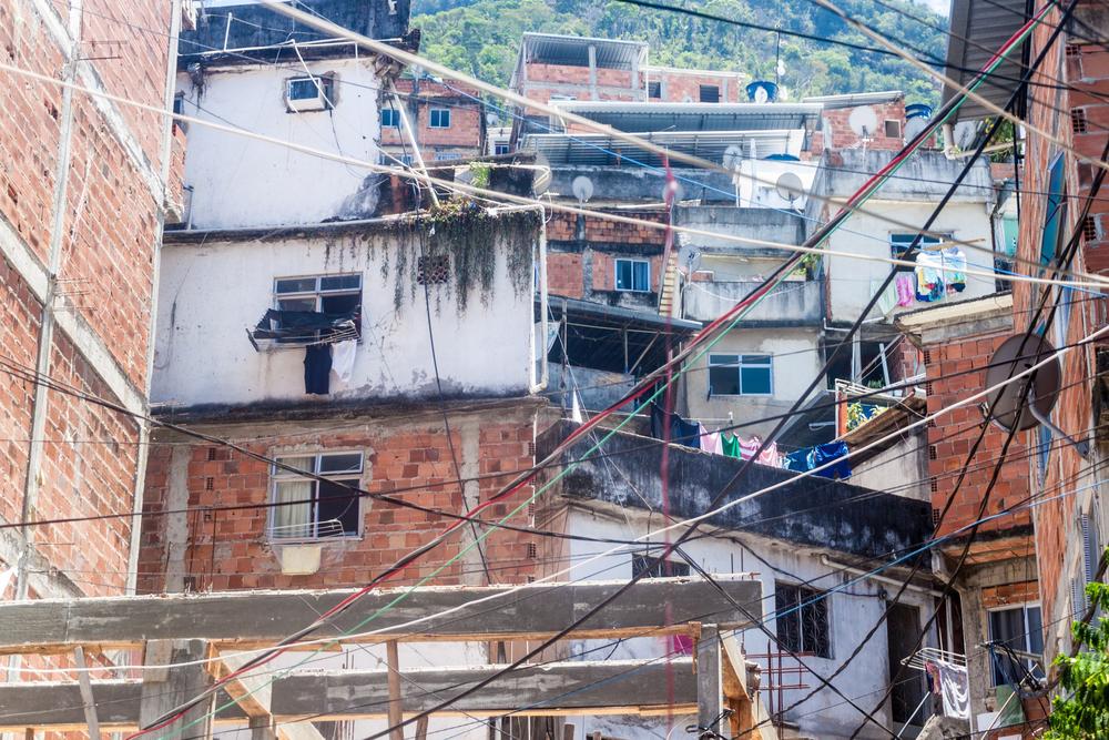 As favelas cariocas tiveram início na exclusão de pessoas pobres do centro do Rio de Janeiro. (Fonte: Shutterstock)