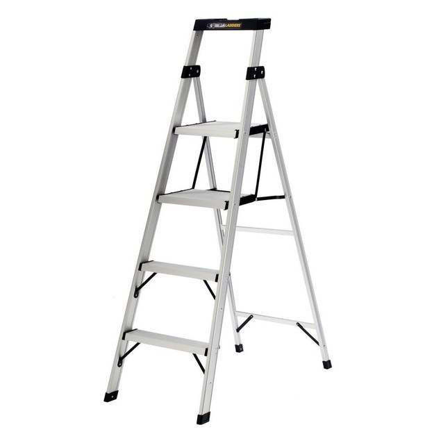 An extension ladder? Too tall. A step ladder? Too short. This is the Baby Bear of ladders, because it's juuuuuuuuust right.