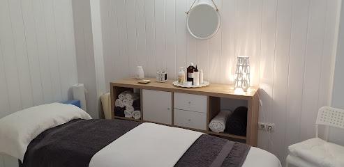 imagen de masajista BHAKTI - Centro de terapias manuales Alicante
