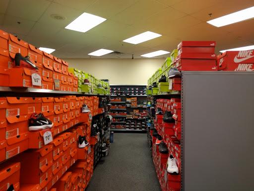 fb6b0d5f0e0b Shoe Store «Shoe Carnival»