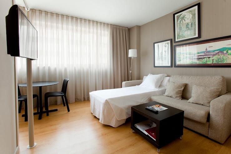 Aparthotel Atenea Carrer de Joan Güell, 207-211, 08028 Barcelona