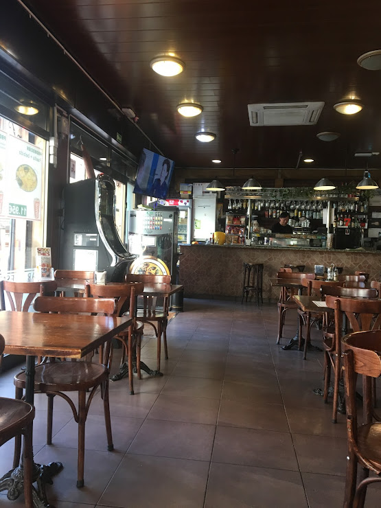 Asia Doner & Pizza Napolitana Avinguda de la Riera de Cassoles, 31, 08012 Barcelona