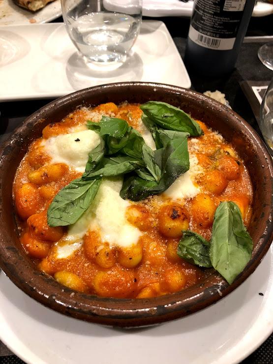 Sports Bar Italian Food - C. Ample Carrer Ample, 51, 08002 Barcelona