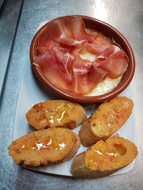 Restaurant Km 0 Carrer de Sant Quintí, 9, 08737 Torrelles de Foix, Barcelona