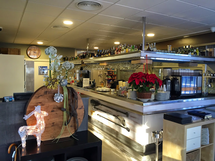 Restaurant Cal Tony Blanes Passeig S'Abanell frente nº 20, 17300 Blanes, Girona