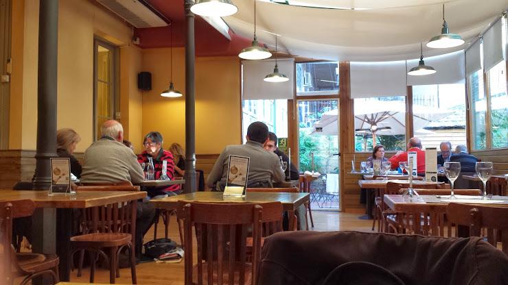 Laie, Librería y Restaurante Carrer de Pau Claris, 85, 08010 Barcelona