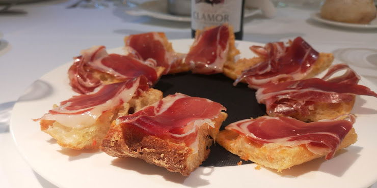 Restaurant Font Moixina Paratge de la Moixina, s/n, 17810 Olot, Girona