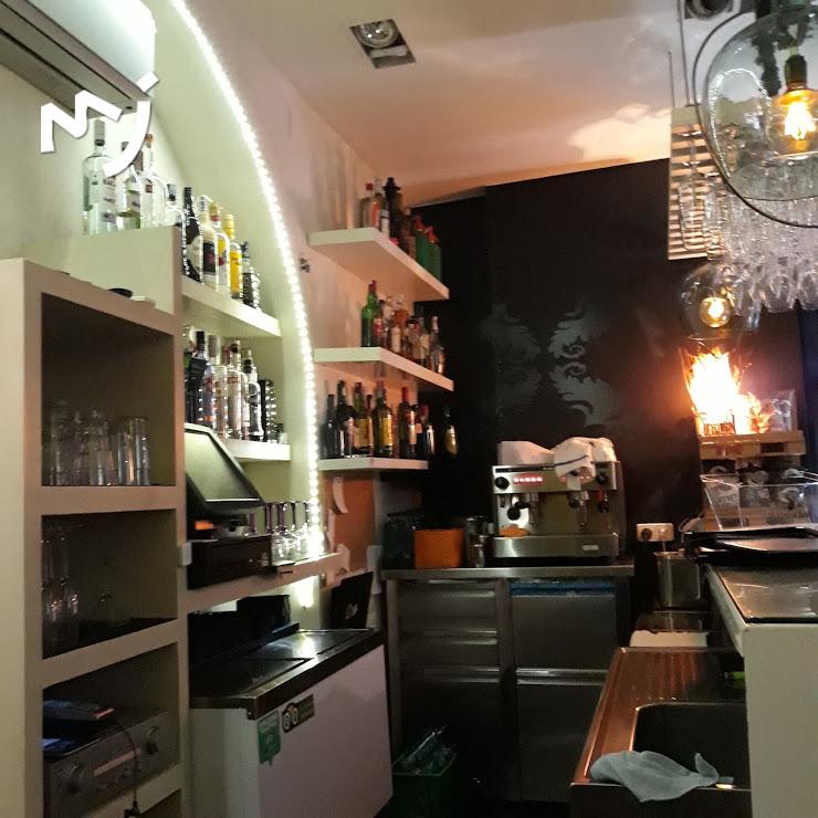 Bar Restaurant Uummm...!!! Plaça de Viladomat, 17, 08600 Berga, Barcelona