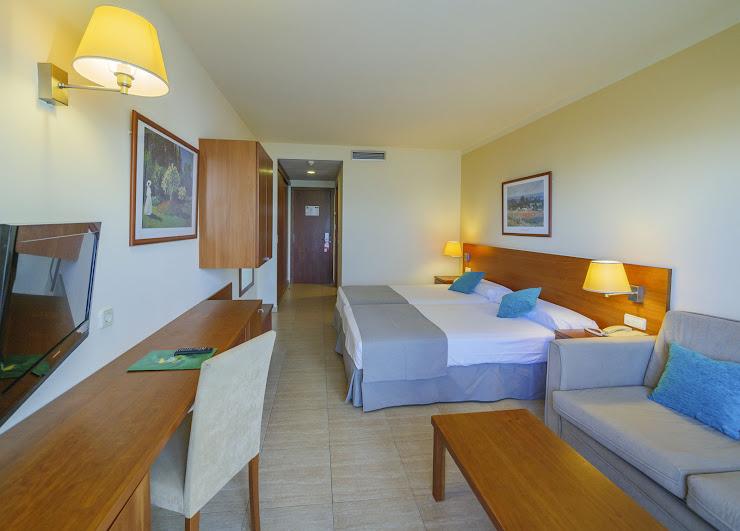 Hotel Checkin Sirius Carrer del Pla de la Torre, 18, 08398 Santa Susanna, Barcelona