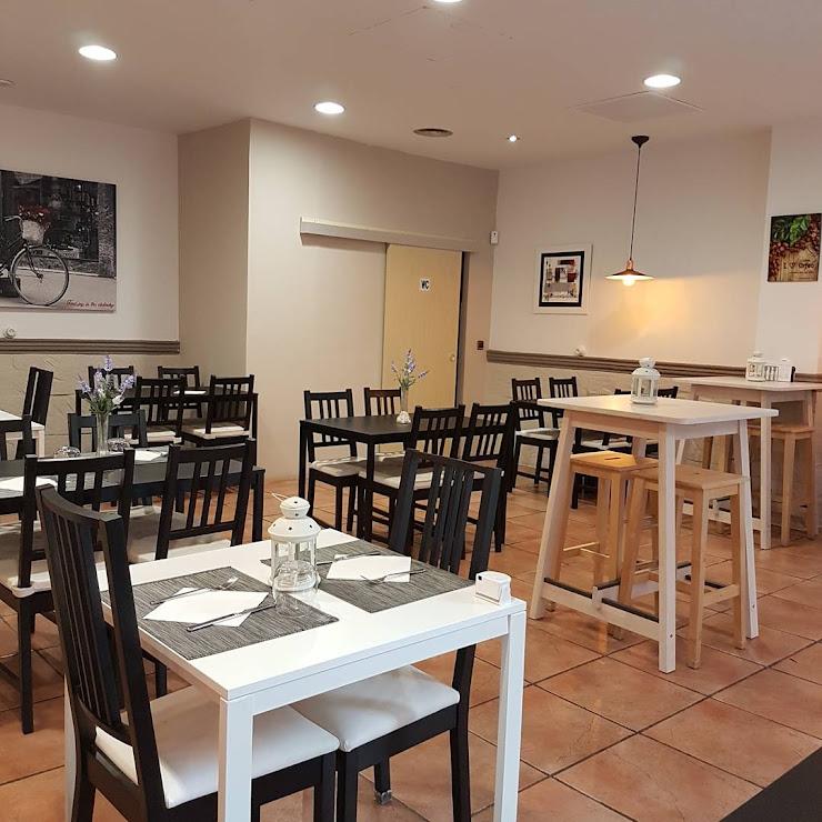 Restaurant & Tapes Fènix Travessia de la Creu, 5, 17002 Girona