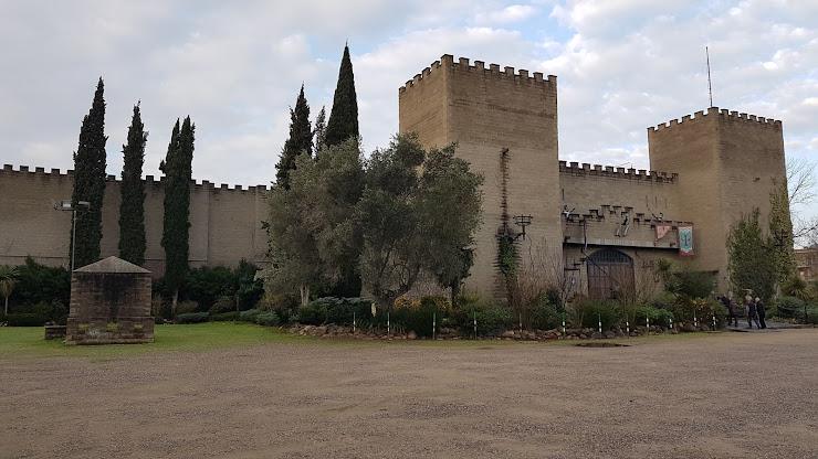 Castell Medieval Comte de Valltordera Cena Espectaculo Carrer de Vallmanya, s/n, 08490 Tordera, Barcelona