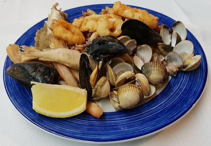 Restaurant Can Flores Carrer Esplanada del Port, 27, 17300 Blanes, Girona