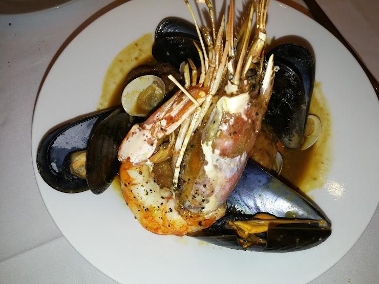 Restaurant tr3s tombs Carrer Rector Tomàs Vila, 16, 08182 Sant Feliu de Codines, Barcelona