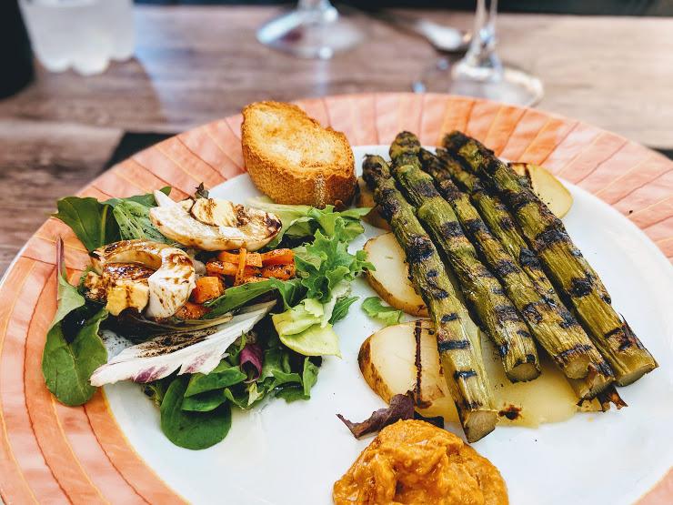 Cafetería-Restaurante La Pergola Carrer d'Enric Prat de la Riba, 7, 08570 Torelló, Barcelona
