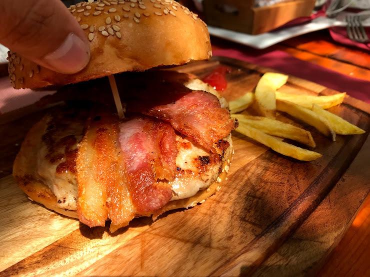 Burgers And Beer Passeig de la Ribera, 10, 08870 Sitges, Barcelona