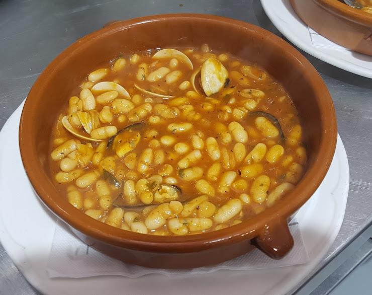 Restaurant El Nou Suquet Carrer Ramon de Cabrera, 52, 17100 La Bisbal d'Empordà, Girona