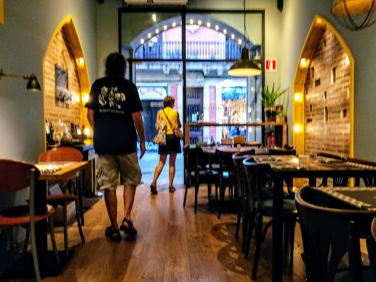 Restaurante Askadinya Carrer de Verdi, 28, 08012 Barcelona