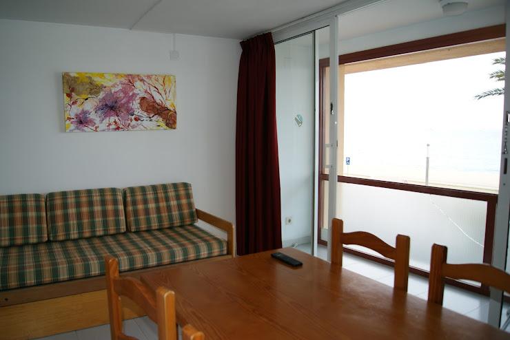 Apartaments El Sorrall Passeig de s'Abanell, 6, 17300 Blanes, Girona