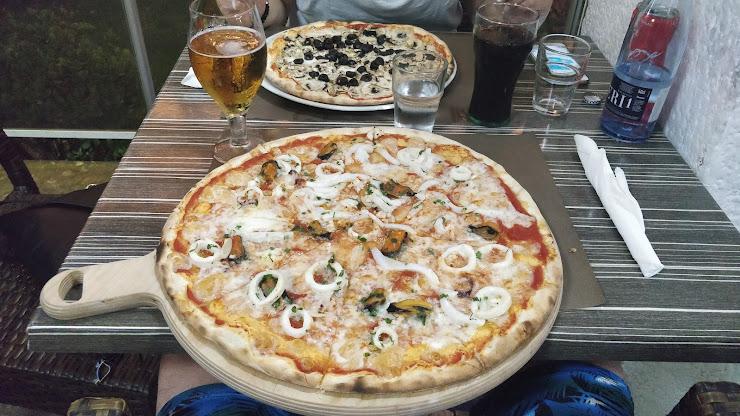 Meeting pizzeria italiana Avinguda Amèrica, 20, 17310 Lloret de Mar, Girona