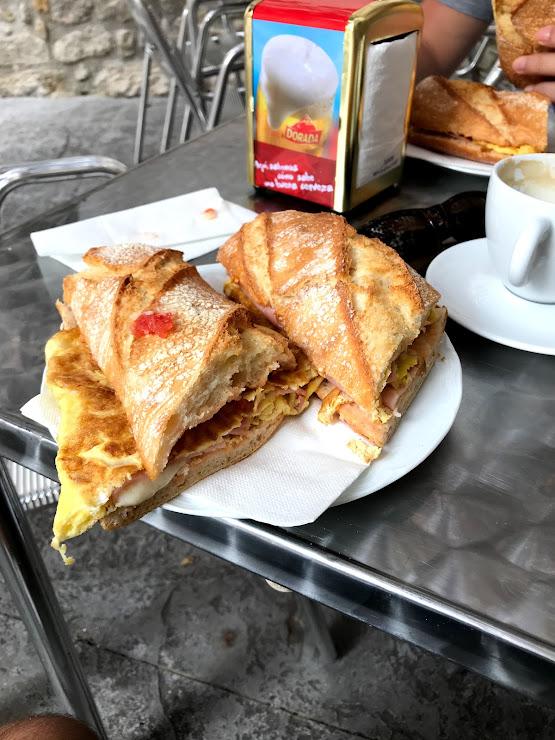 Restaurant Montserrat Carrer Sant Pere, 30, 08691 Monistrol de Montserrat, Barcelona