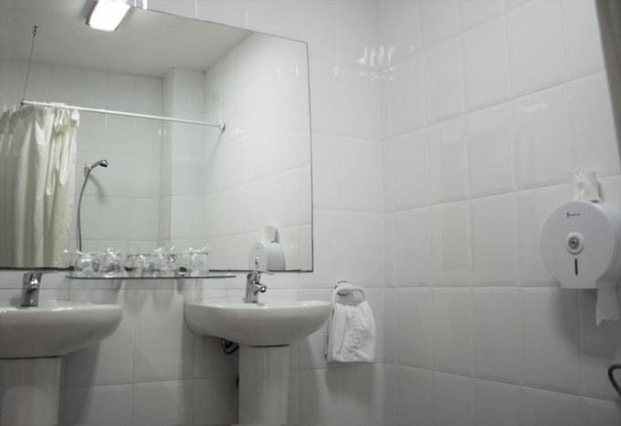 Hostal Abrevadero Carrer de Vila i Vilà, 79, 08004 Barcelona