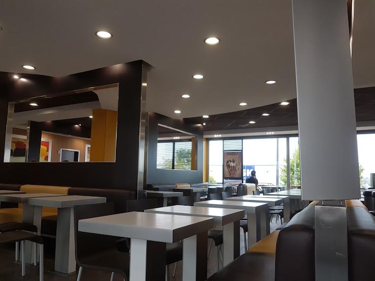 McDonald's Poligono Santa Margarita, 2, Av. Tèxtil, 51, 08223 Tarrasa, Barcelona