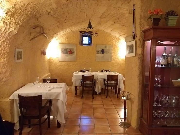 Restaurant La Llar del Pagès Carrer Alt, 11, 17750 Capmany, Girona