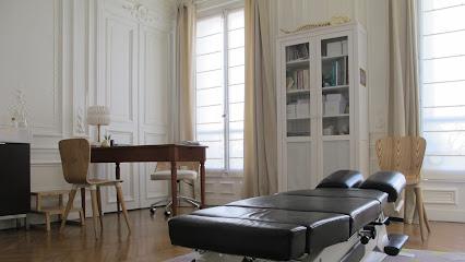 SOPHIE LÉVEIL CHIROPRACTICS : CHIROPRACTOR Meilleur CHIROPRACTEUR à PARIS : Soins du dos et des articulations, hernies discales, sciatiques, maux de tête. Cabinet chiropratique Paris 9ème. Saint-Malo.
