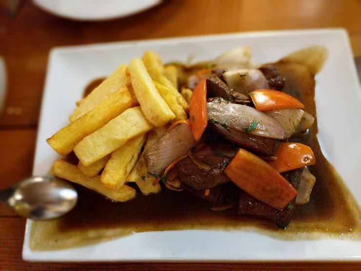 Calle del Medio Restaurante Bar Calle del Medio 113, Plaza de Armas. Cusco - Peru, Cusco 08002, Perú
